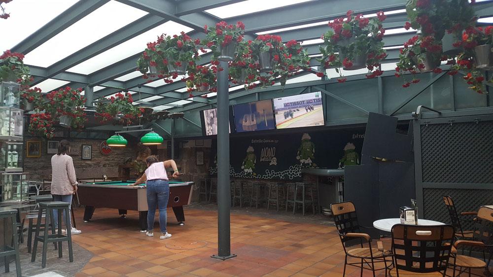 Interior Pub Momo